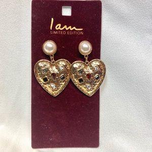 Heart earrings with stud pearls